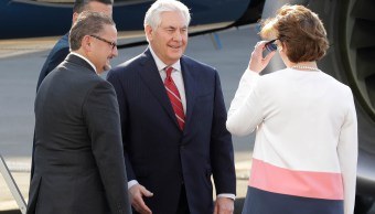 Llega Rex Tillerson a México, fue recibido por la embajadora de EU en nuestro país, Roberta Jacobson.