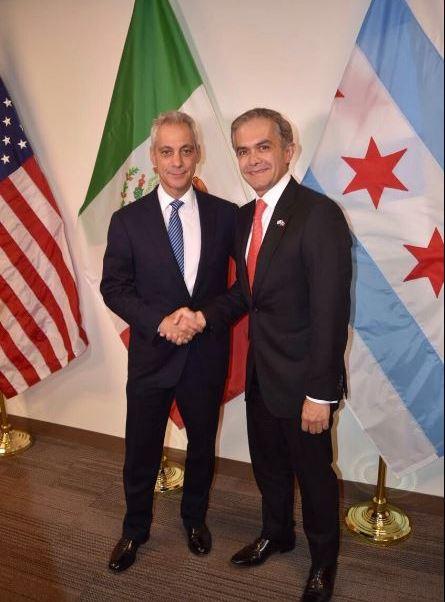El jefe de Gobierno de la Ciudad de México, Miguel Ángel Mancera, reconoció el liderazgo del alcalde de Chicago. (@ManceraMiguelMX)