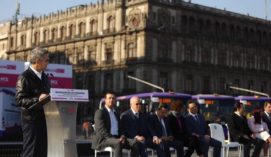 El jefe de gobierno capitalino, Miguel Ángel Mancera, dio el banderazo de salida a autobuses de nueva generación y baja emisión de contaminantes.