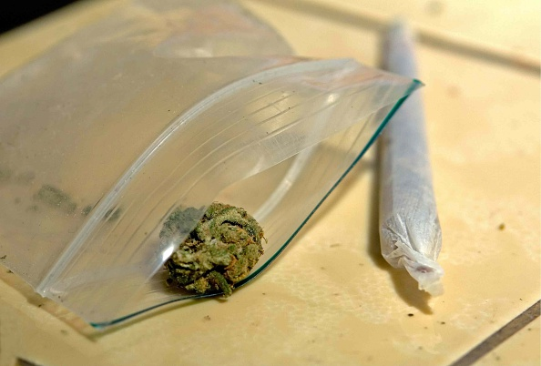 Muestra de un cigarro de marihuana; autoridades en la Ciudad de México detienen a un presunto narcomenudista en la colonia Condesa (Getty Images, archivo)
