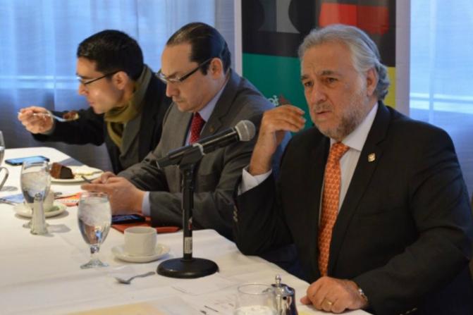 El secretario de Turismo capitalino, Miguel Torruco Marqués, deja su cargo (der) (Notimex/Archivo)