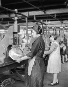 La Constitución de 1917 estableció todo un capítulo de protección a las mujeres trabajadoras (Getty Images)