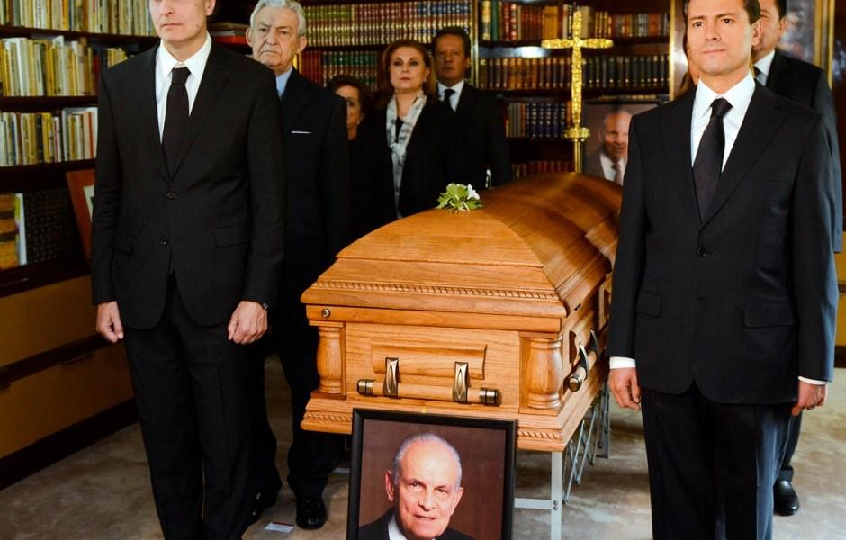 El presidente Enrique Peña Nieto acudió al funeral del empresario Lorenzo Servitje.