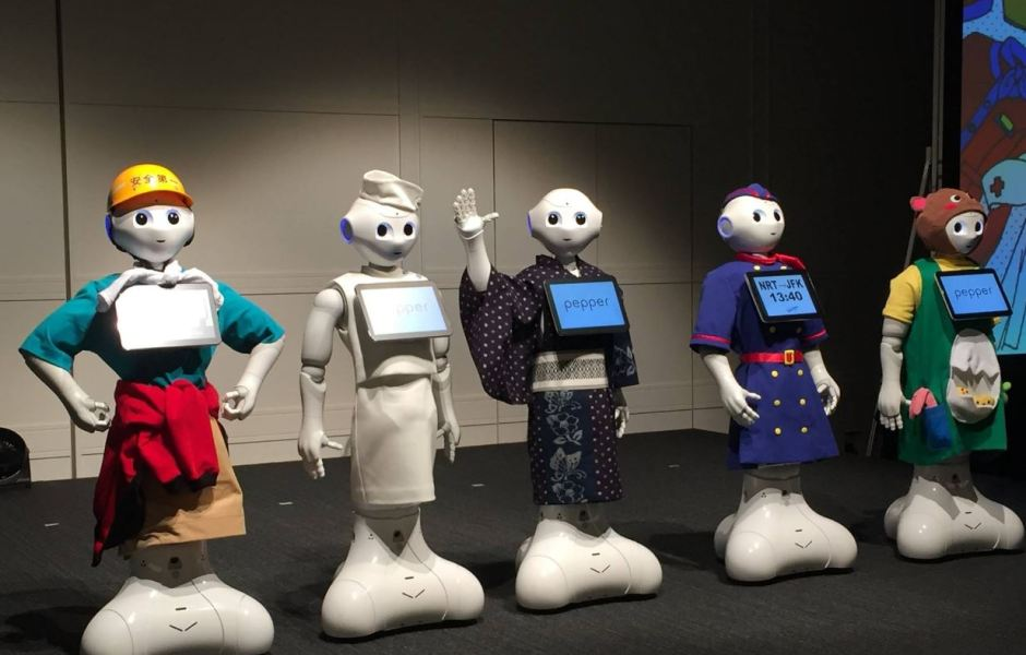 El popular robot Pepper protagonizó en Tokio su primer desfile de moda, la Pepper Collection 2017. (@Pepper140605 )