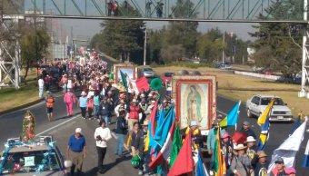 Peregrinación de Toluca avanza sobre Paseo Tollocan rumbo a la CDMX. (Twitter PcybMetepec)