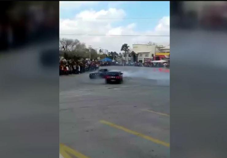 Piloto pierde el control y atropella a personas durante un evento automovilístico en Tamaulipas. (Noticieros Televisa)