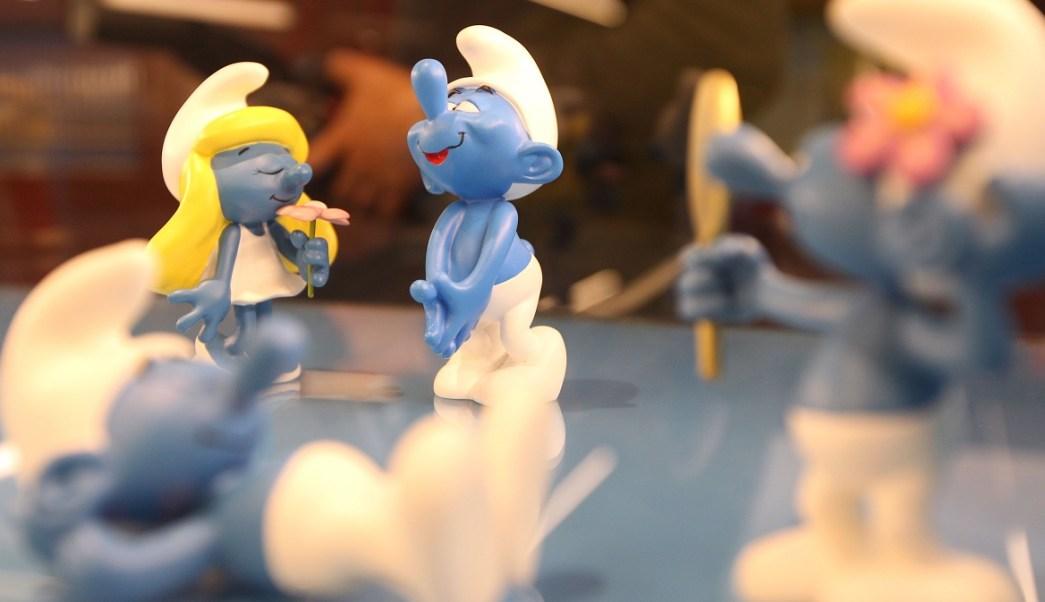 """El estilo de vida de los dibujos animados Los Pitufos, creados por el dibujante belga Peyo, es comparado con el comunismo en un libro escolar llamado """"Uy-siglo XX"""" en Uruguay (AP/Archivo)"""