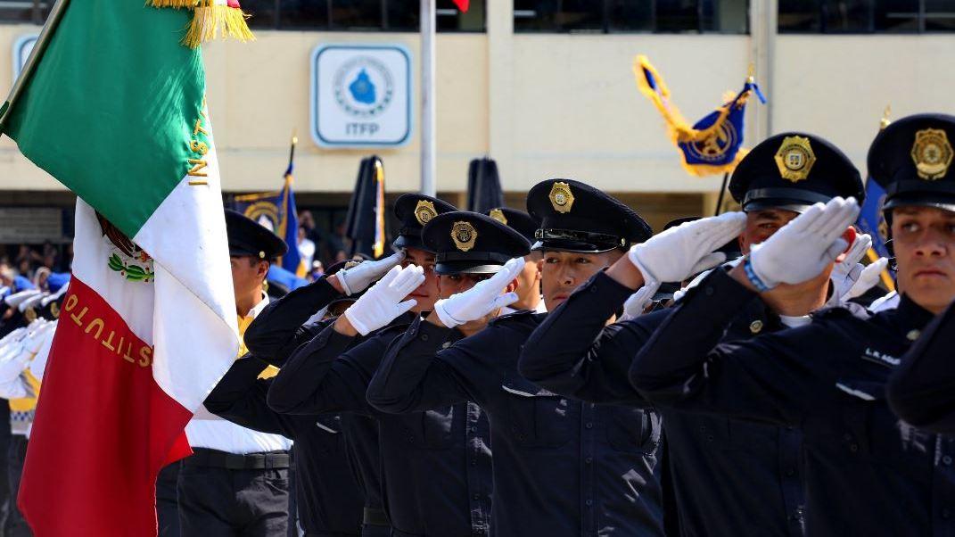 El jefe de la Policía les pidió a los nuevos elementos servir a los ciudadanos (Twitter/@hiramalmeidae)