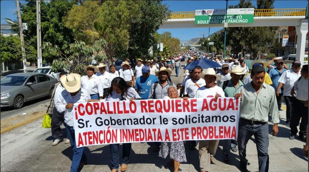 Los manifestantes exigen que se cumpla con la construcción de obras.