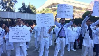 Carlos Cruz Salinas, médico residente del Centro Médico Nacional La Raza, murió tras ser asaltado y recibir dos balazos a 4 cuadras del hospital. (Twitter @EricOrt18)