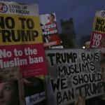 Protetan contra eventual visita de Donald Trump a Reino Unido; cientos se manifiestan en Londres. (AP)