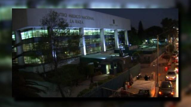 Inmediaciones del hospital La Raza durante la noche; las personas temen caminar por la zona por los constantes asaltos (Noticieros Televisa)