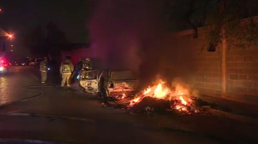 Se incendian autos en Monterrey. (Noticieros Televisa)