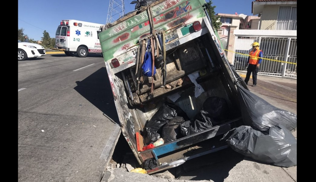 Bomberos de Zapopan y elementos de Protección Civil atendieron la emergencia.