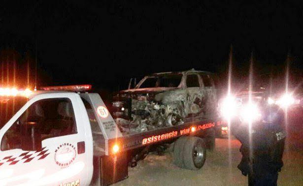 Talamontes incendian dos patrullas de la Gendarmería al oponerse a un operativo. (Noticieros Televisa)