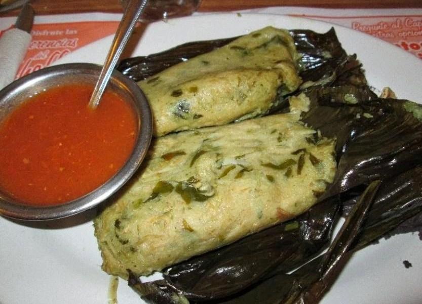 La hoja del chipilín se mezcla con la masa para preparar los tamales; el platillo es típico de Chiapas y se incrementa su consumo el Día de la Candelaria