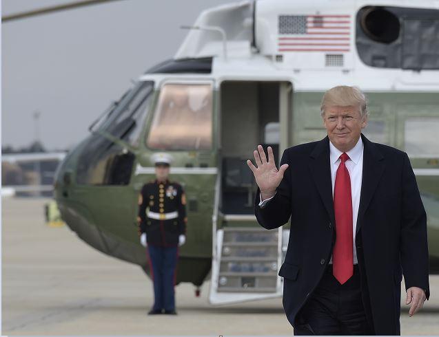 Donald Trump, a su llegada a Florida para pasar el fin de semana en Mar-a-Lago. (AP)