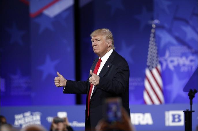 Donald Trump asiste a la conferencia de activistas conservadores; el presidente de Estados Unidos incrementa sus ataques contra la prensa