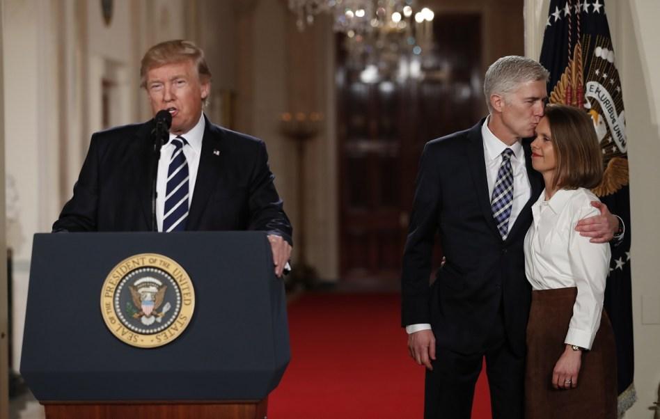 El Presidente Donald Trump habla en la sala este de la Casa Blanca en Washington, para anunciar al juez Neil Gorsuch como su nominado para la Corte Suprema (AP)