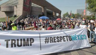 Estadounidenses que viven o visitan la Ciudad de México se suman a la Marcha de Unidad Nacional Anti-Trump para protestar contra el presidente de EU, Donald Trump y afirman que él no representa a su país. (Notimex)