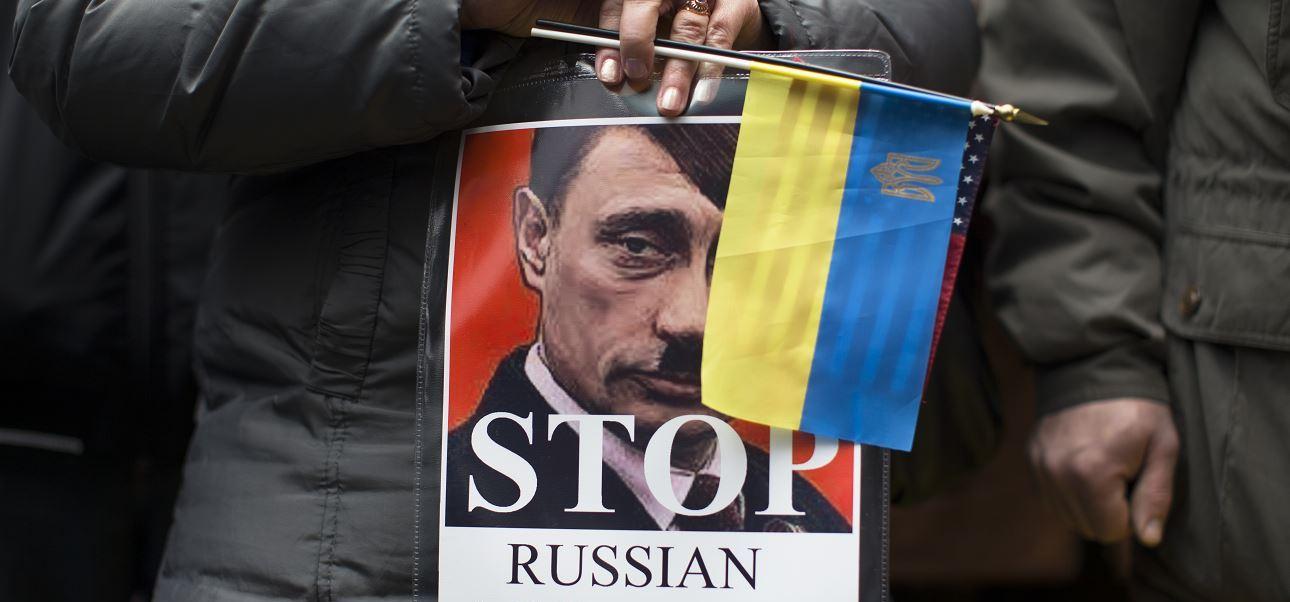 Manifestantes protestan contra las acciones militares rusas en Ucrania. (AP, archivo)