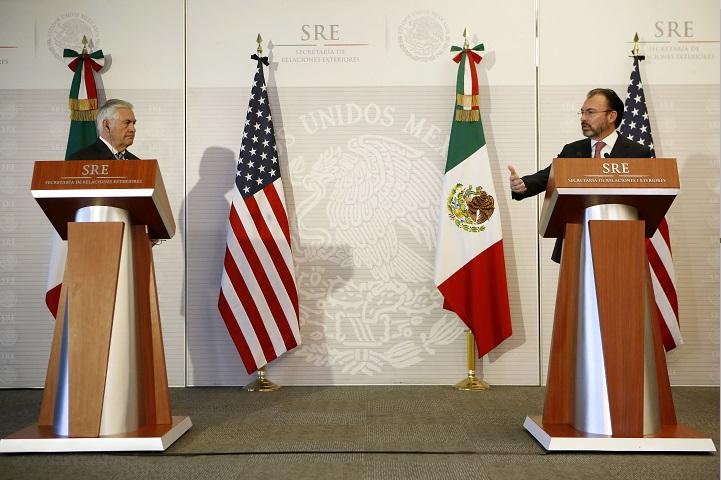 Rex Tillerson, secretario de Estado de Estados Unidos, y Luis Videgaray, secretario de Relaciones Exteriores de México ofrecen conferencia de prensa (AP)