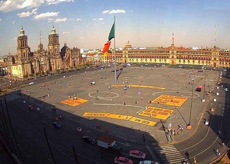 Fotografía que muestra la Plaza de la Constitución, en la Ciudad de México. (@webcamsdemexico)