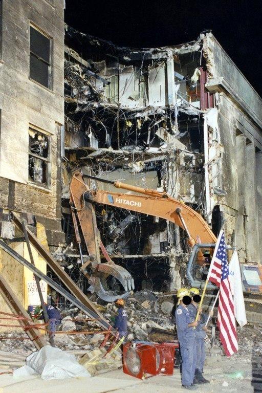 El FBI distribuyo una veintena de nuevas imágenes de la tragedia en el Pentágono. (EFE)