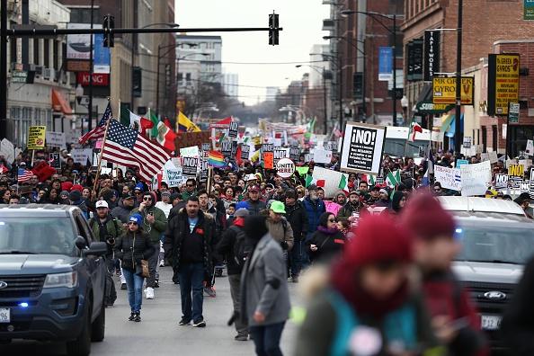Miles de personas se manifestaron en contra de las medidas migratorias de Trump el 17 de febrero en Chicago. (Getty Images, archivo)