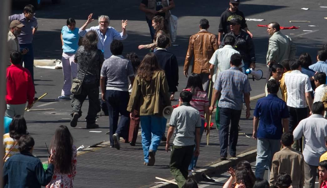 El director mexicano, Alfonso Cuarón, durante la filmación de la película 'Roma', en la Ciudad de México. (Notimex, archivo)