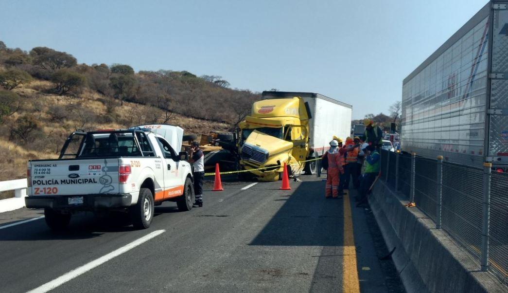 El accidente se registró en el kilómetro 11 de la autopista Tepatitlán-Guadalajara (Twitter: @pcjalisco)