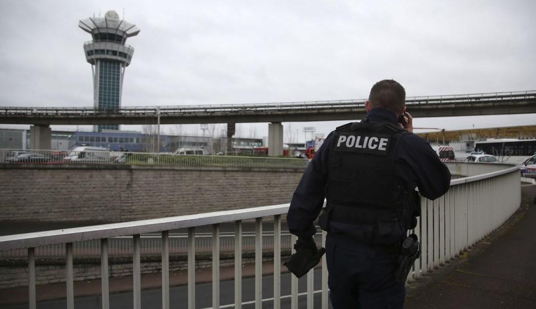 Todos los vuelos fueron suspendidos en el aeropuerto Orly. (AP)