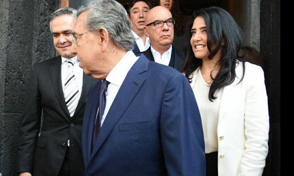 La presidenta nacional del PRD fue entrevistada tras asistir a la conmemoración del 79 aniversario de la Expropiación Petrolera (Twitter @Ale_BarralesM)