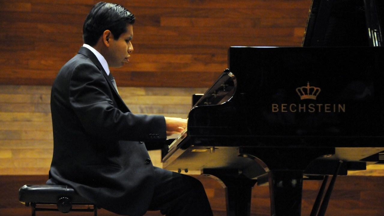 José Antonio López Gutiérrez obtuvo el título de licenciado en Música, con especialidad en Piano, en la UNAM. (Sitito oficial/UNAM)