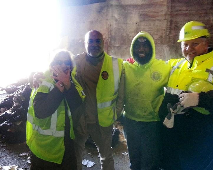 Empleados de sanidad fueron capaces de rastrear el camión de basura que contenía las bolsas de basura con los anillos de Lombardo (Foto: nydailynews.com)