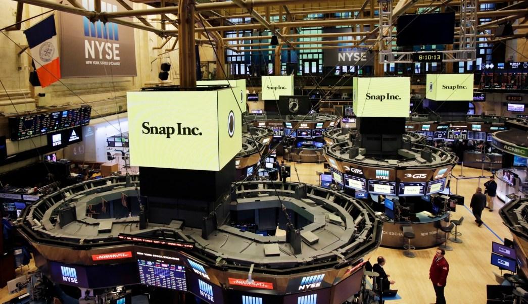 La Bolsa de Valores de Nueva York se vistió de amarillo para la salida a bolsa de Snap Inc (AP)