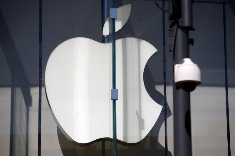 Logo de Apple; la empresa dice que la falla de seguridad en los dispositivos fue arreglada desde el 2009. (Reuters)