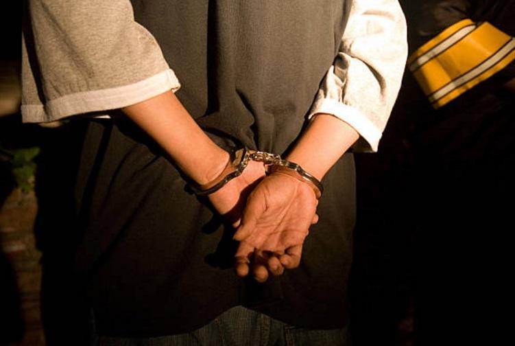 Autoridades capitalinas detienen a un hombre por vender narcóticos a menores de edad (Archivo/ Getty Images)