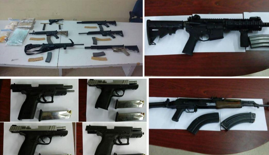 Durante la captura fueron aseguradas diversas armas (Gobierno de Baja California)