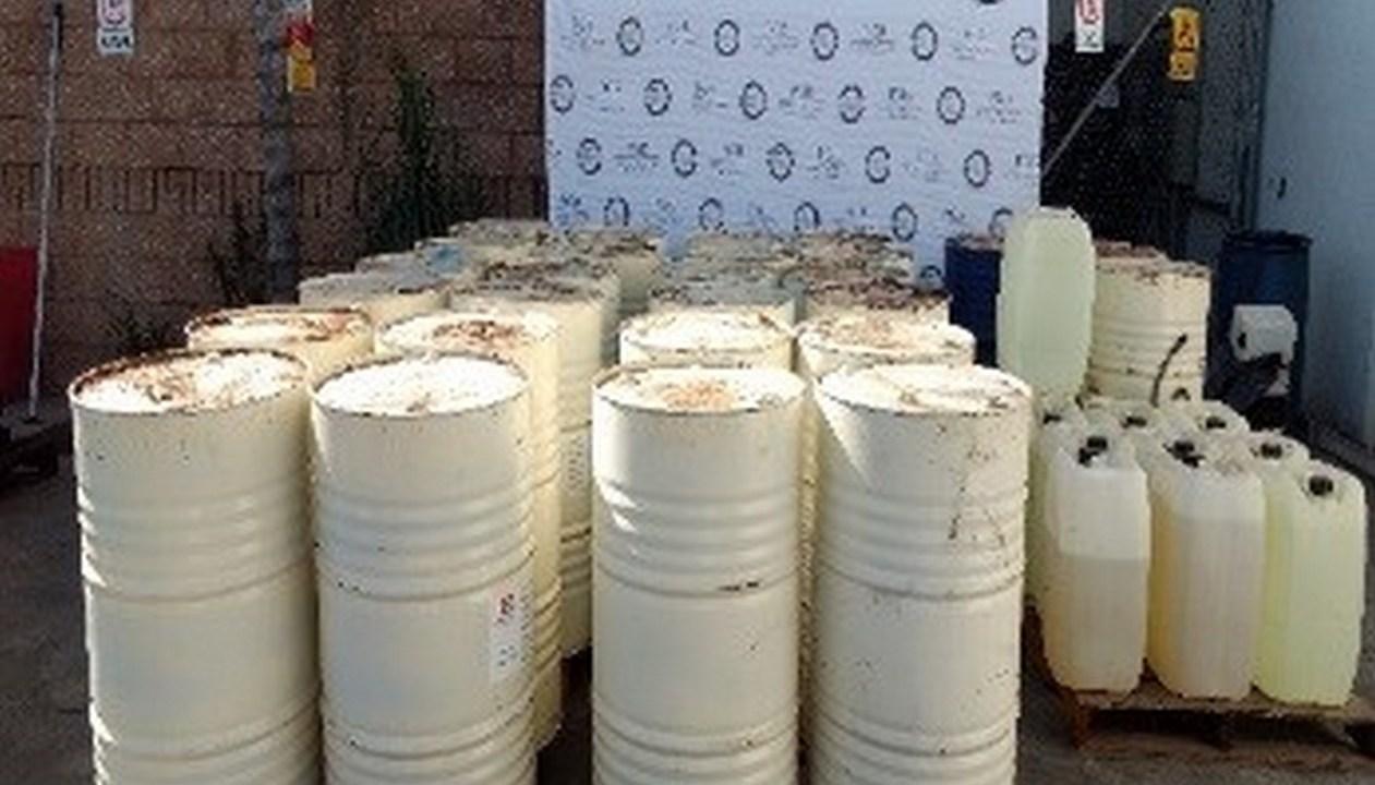 Aseguran en Sinaloa más de 25 mil litros de precursores químicos. (PGR)
