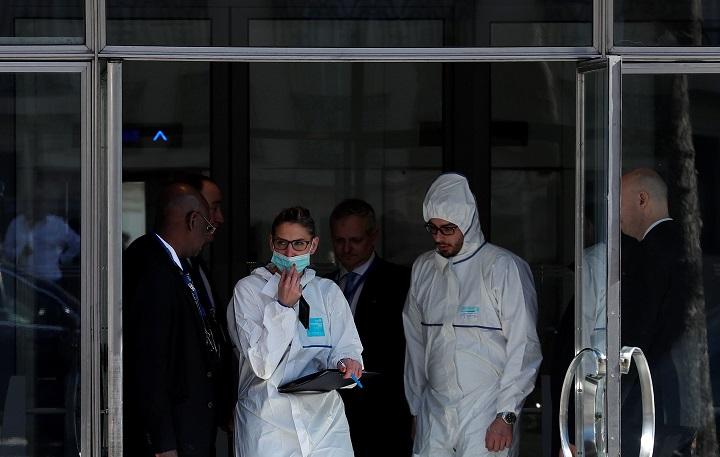 Policías científicos franceses acuden a la sede del FMI para investigar carta explosiva; las autoridades investigan si el incidente tiene relación con un artefacto pirotécnico enviado en Alemania (Reuters)