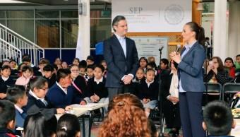 En la escuela Primaria 'Francisco Giner de los Ríos', el secretario de Educación Pública, Aurelio Nuño, se refirió al Día Internacional de la Mujer. (Twitter/@aurelionuno)
