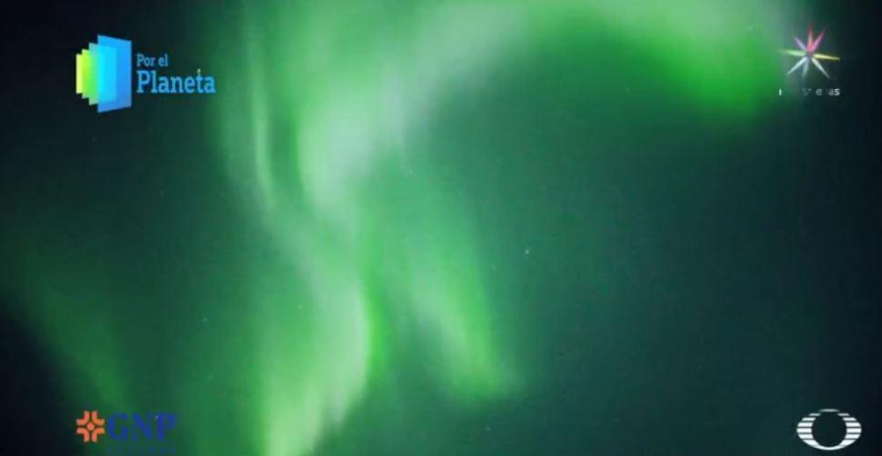 Aurora boreal ilumina el cielo de kaktovik, en Alaska (Por el Planeta/Noticieros Televisa)