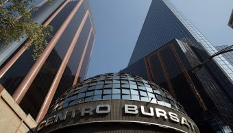 Centro de operaciones de la Bolsa Mexicana de Valores; el IPC abre la jornada a la baja (Getty Images, archivo)
