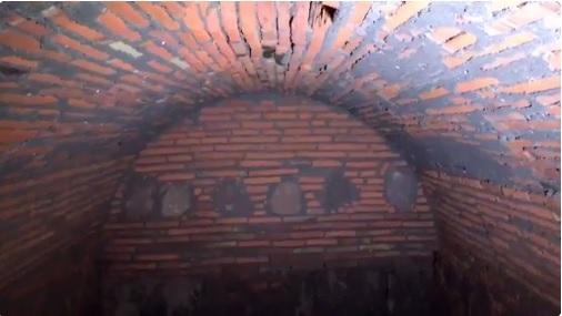Los especialistas estiman que la bóveda estuvo cerrada más de 100 años y a pesar de eso, el agua que almacena es cristalina. (Twitter @berthareynoso)