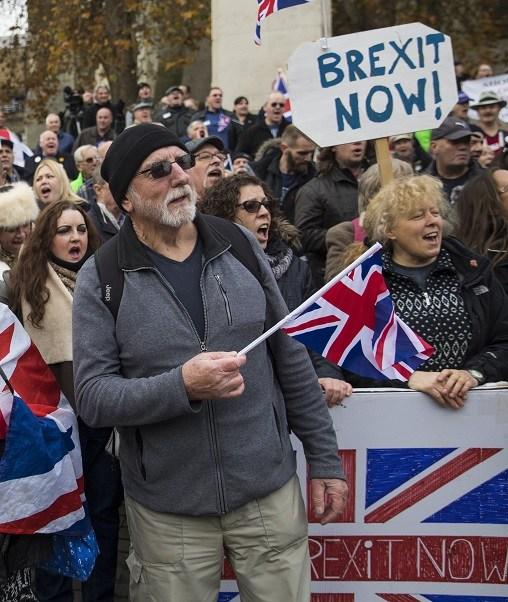 Ciudadanos británicos permanecen a la expectativa al comienzo de un periodo de dos años en que el Gobierno británico y la UE esperan acordar los términos de la salida de Reino Unido (Getty Images)