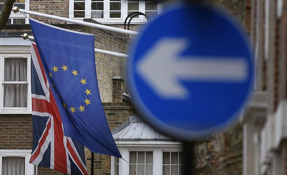 La primera ministra británica, Theresa May, podría activar el Artículo 50 del Tratado de Lisboa, que inicia el Brexit, el próximo martes si la Cámara de los Comunes da el visto bueno al proyecto de ley el lunes, informó The Guardian. (AP)