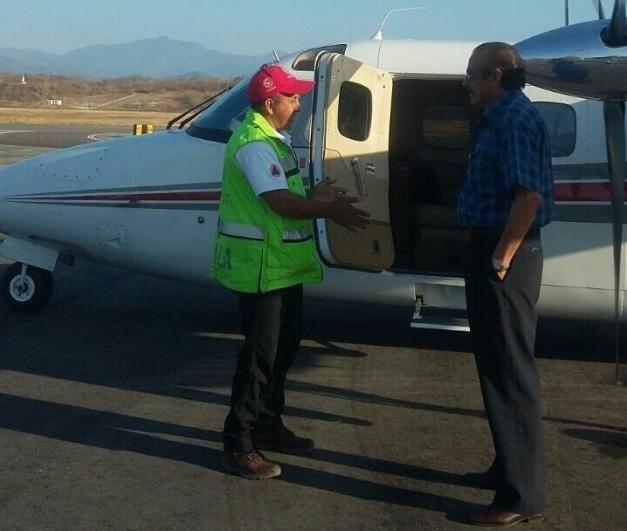Aeronaves se suman a la búsqueda de tres pescadores desaparecidos en Huatulco; familiares y compañeros de trabajo instalan centro de monitoreo (Twitter @CEPCO_GobOax)