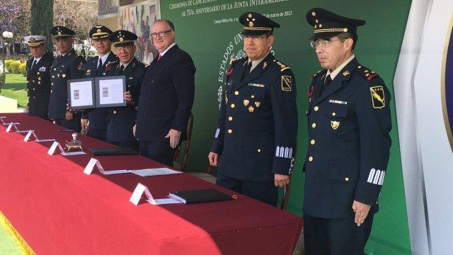 """Cancelan estampilla postal por el """"75 Aniversario de la Junta Interamericana de Defensa. (Twitter @SEDENAmx, Archivo)"""