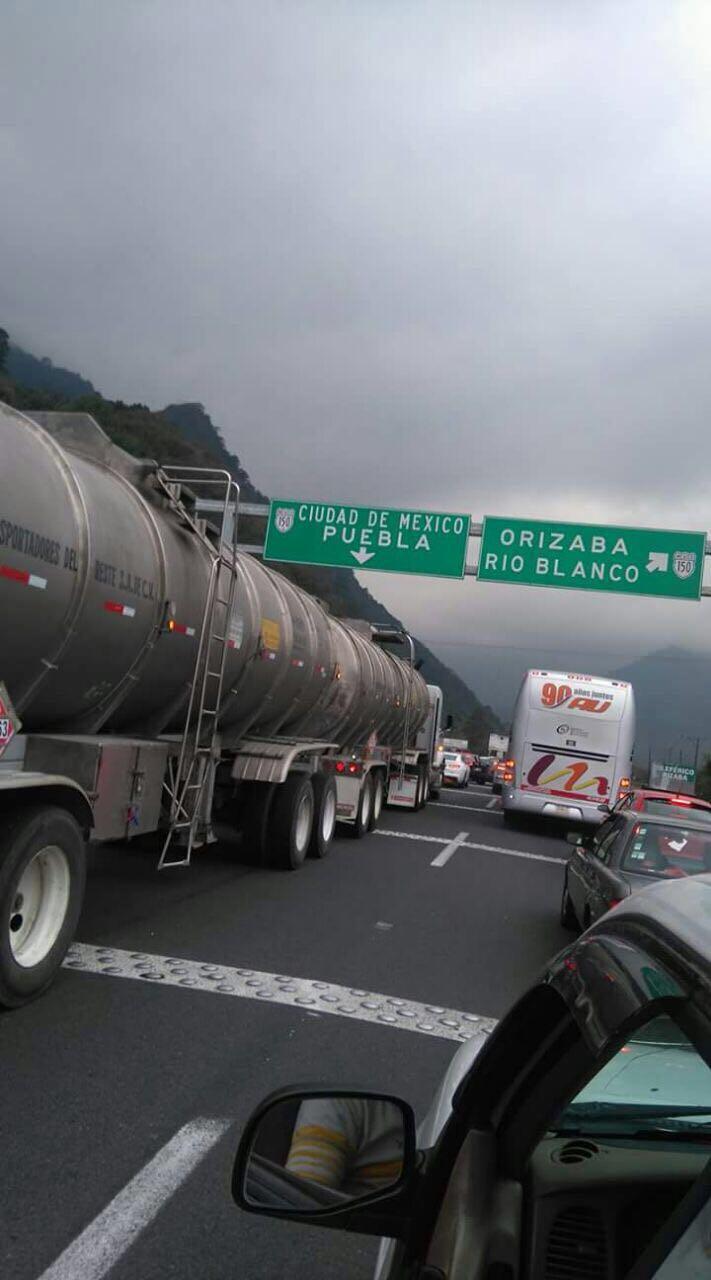 Caos en la carretera Orizaba-Puebla por ataque a comandancia de la PF. (Noticieros Televisa)